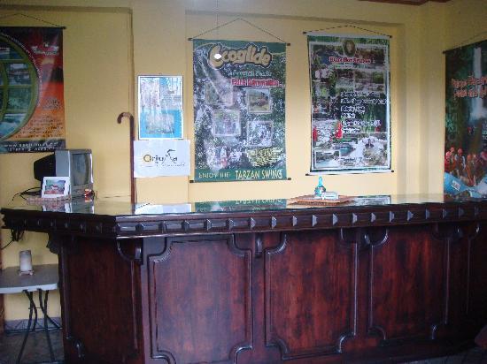 Cabinas Oriuma: Front desk