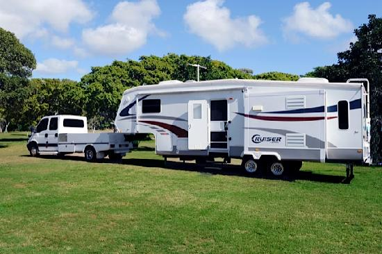 Bargara Beach Caravan Park: We cater for 5th wheelers and large RVs