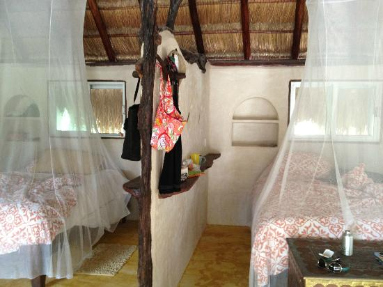 Amansala Eco Chic Resort: inisde our room,,,two queen beds..very clean