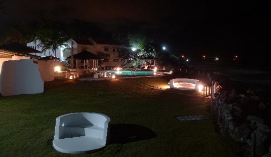 Peach and Quiet: Night view of the pool area