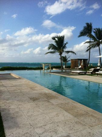 Grace Bay Club: Adults only pool - very serene...