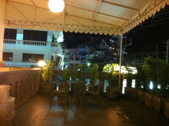 ลิมบุรี โฮมเทล: View from terrace