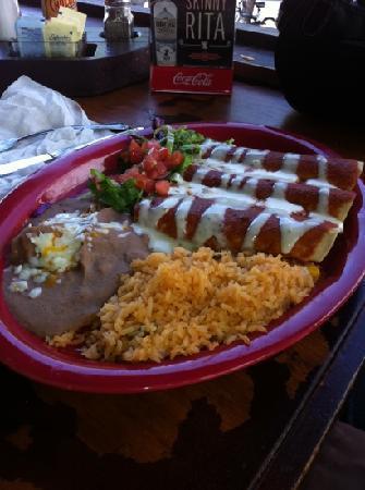 Los Aztecas Mexican Restaurant: no flavor!!!!