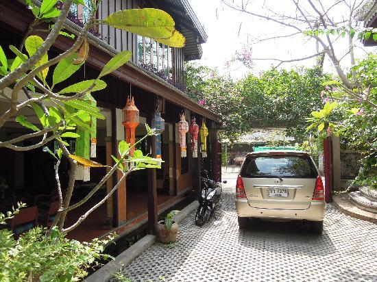 Santitham Guest House: Complimentary transfers