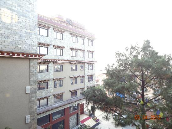 Hotel Tibet International: Building view from the Hotel Balcony