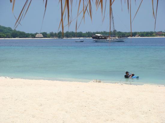 MAHAMAYA Gili Meno: Fab beach