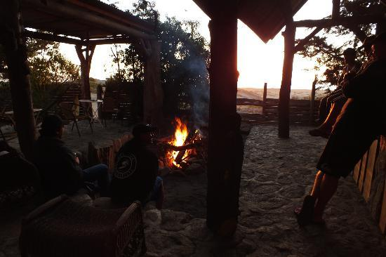 Hotel Hostal Puertecillo: few cervezas around the fire while the sun goes down