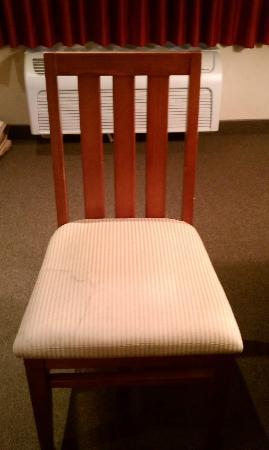 Comfort Inn at Convention Center: Stained chair in room
