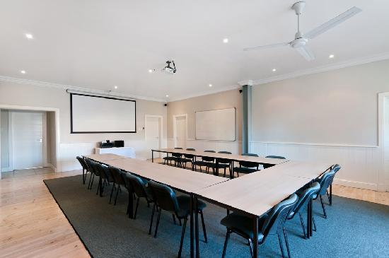 First Avenue Guesthouse: Conference room