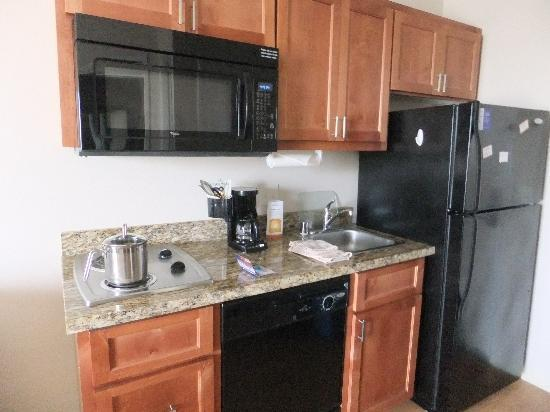 Candlewood Suites Santa Maria: kitchen area