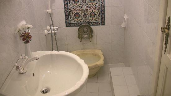 Hotel Sirince Evleri : Crimson Room's bathroom