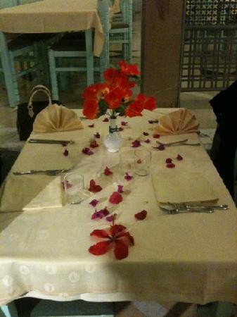 El Mouradi Club Selima: table décorée avant le départ