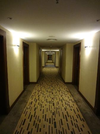 Park Inn by Radisson Al Khobar: 4th Floor corridor