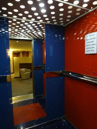 Park Inn by Radisson Al Khobar : Hotel elevator