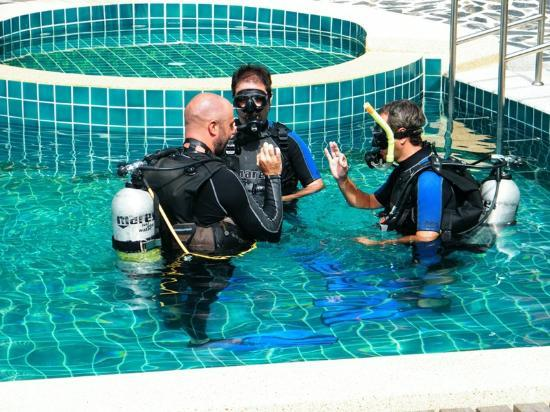 Cyana Beach Resort: Discover Scuba Diving