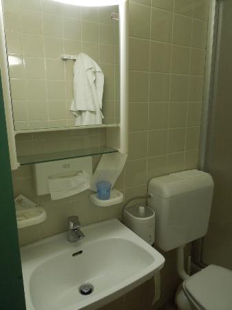 Stadthotel Hauser Eck: 1970er Badezimmer