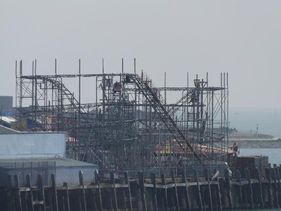 Premier Inn Southsea Hotel: Clarence Pier Roller Coaster