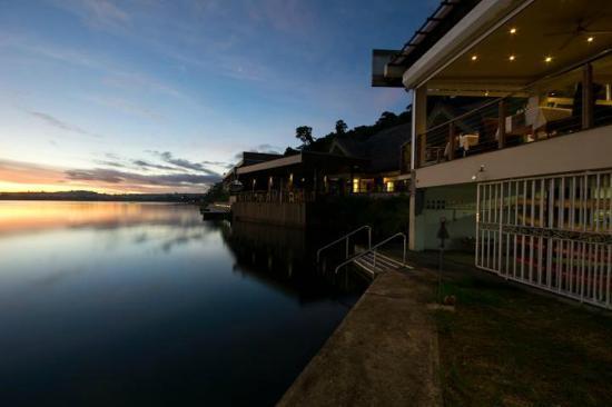 Starfish Cove: Restarunt and bar
