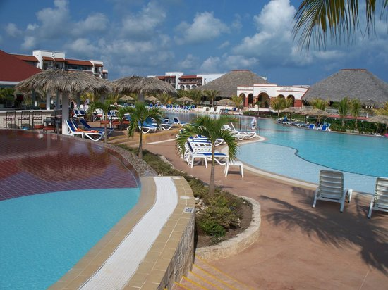 Memories Paraiso Beach Resort: one of the pools