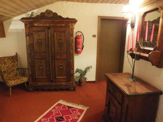 Hotel Alp Inn: Hallway