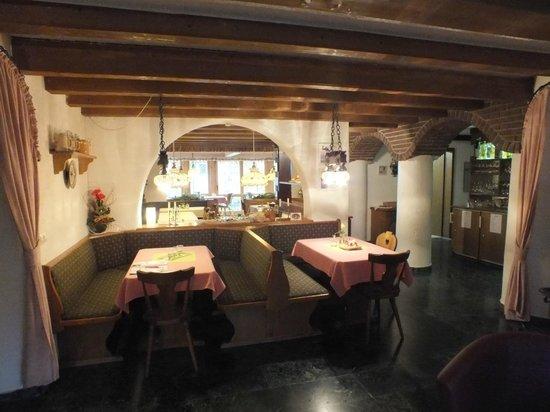 Hotel Alp Inn: Dining Room