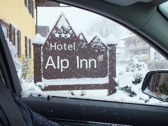 Hotel Alp Inn: Snow had arrived - just leaving