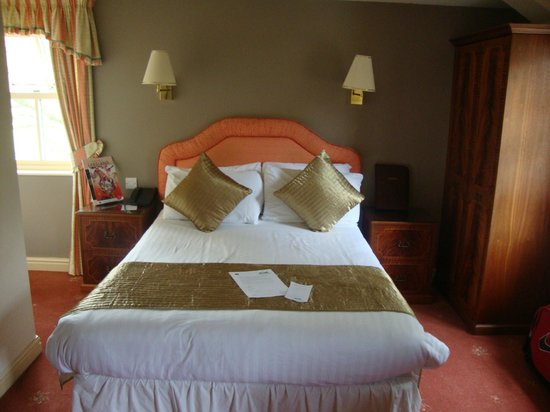 The Inn at Grasmere: Lovely made bed