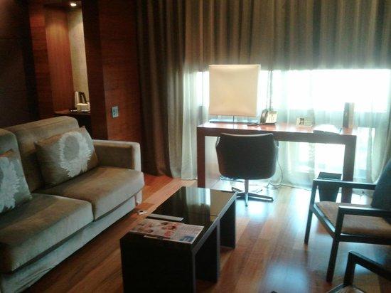 Eurostars Madrid Tower: Junior suite lounge area