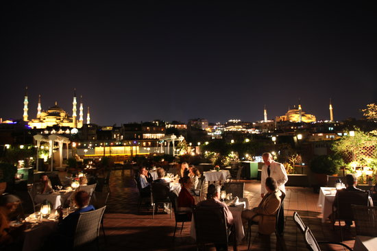 Armada Terrace Restaurant: terrace at night with old city view
