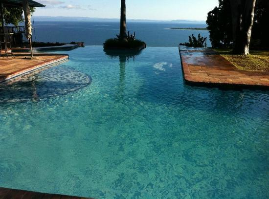 Kariba, Zimbabwe: Hotel pool with lake view