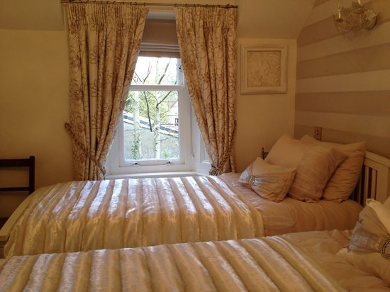 High Cliff Guest House: our lovely room