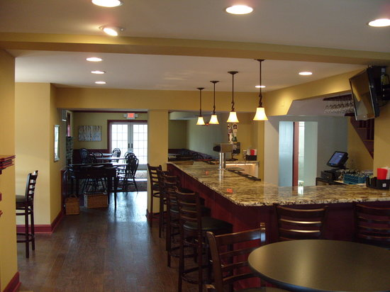 The Farm House Restaurant At Skippack Golf Club: Bar and Bistro area