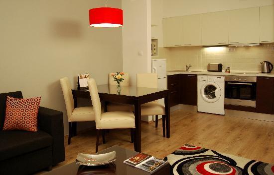 Fraser Residence Budapest: Fully equipped kitchen