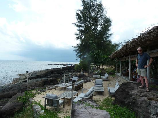 Mango Bay Resort: het restaurant met zeezicht en buitenterras