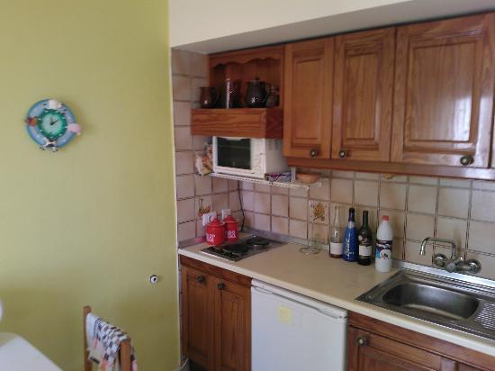 Maribel Apartments: Kitchen