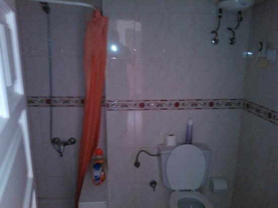 Maribel Apartments: Bathroom
