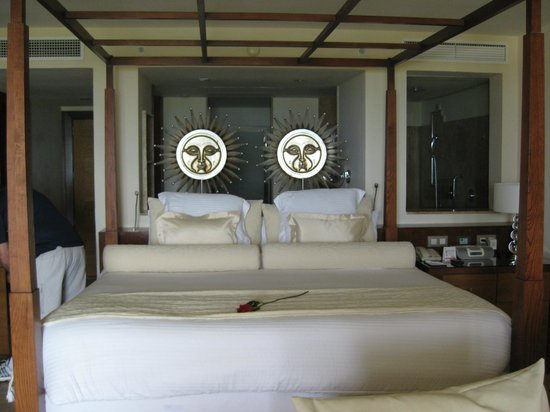 Excellence Playa Mujeres: we felt the bed was really comfortable, not hard at all