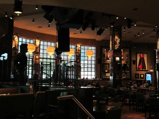 the 10 operational decisions at hard rock cafe and ford motor company Answer to hard rock cafe:  worldhow are the 10 om strategy decisions different when applied to the operations manager of a service operation such as hard rock versus an automobile company such as ford motor company.