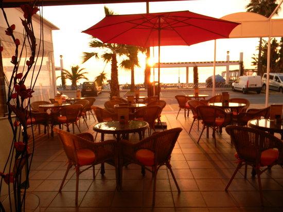 Cafe Fresco: Enjoy the Sunrise on our Terraces!