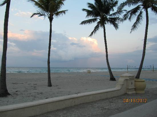 Angelfish Inn: You can't beat the views from the beach, only one block away!