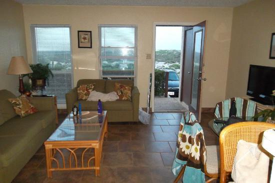 El Constante Beachfront Condominiums: Living room