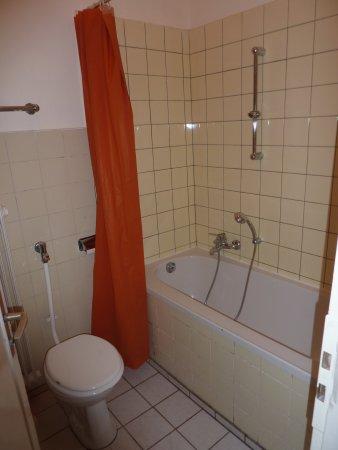 Hotel Continental: Dusche mit Toilette