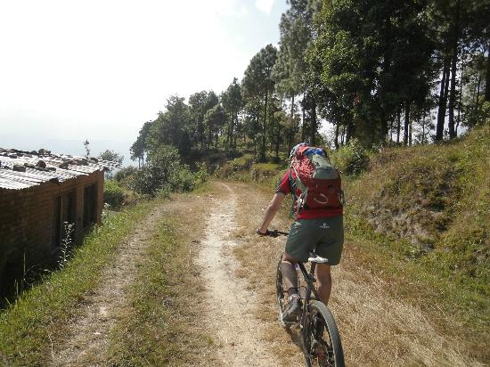Himalayan Single Track: Riding through villages