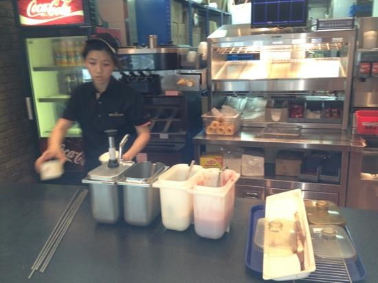 NanJing Burger King (Xinjiekou) : again the staff serving chocolate sauce who's is open and on the counter rather than back in the