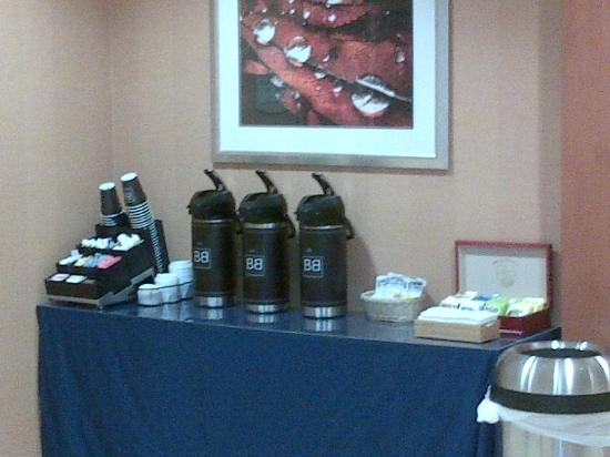Fairfield Inn & Suites Millville Vineland: 24 hr tea/coffee in the lobby
