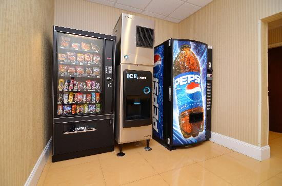 Comfort Suites Gateway: Vending Area