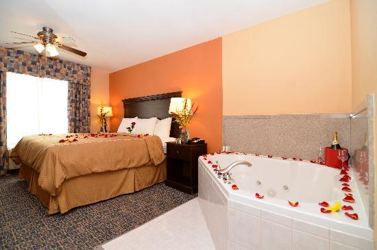 Comfort Suites Gateway: Jacuzzi Suite