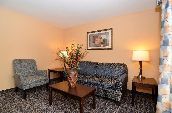 Comfort Suites Gateway: Executive Suite - Separate living Room