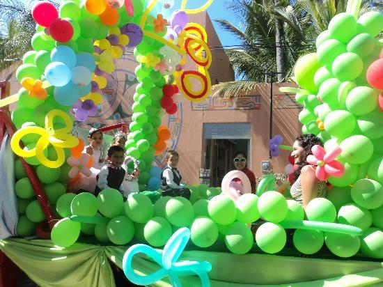 The Bucerias Art Walk : childrens parade
