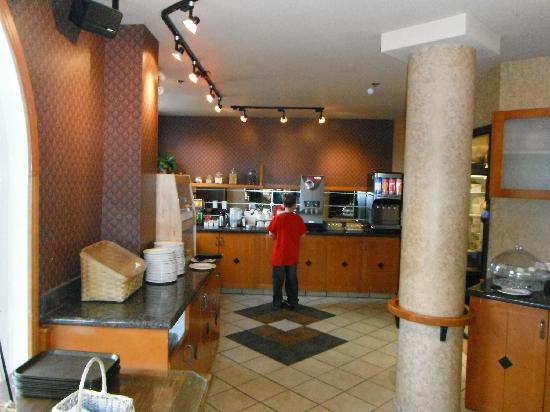 Best Western Pocaterra Inn: Excellent Breakfast Buffet